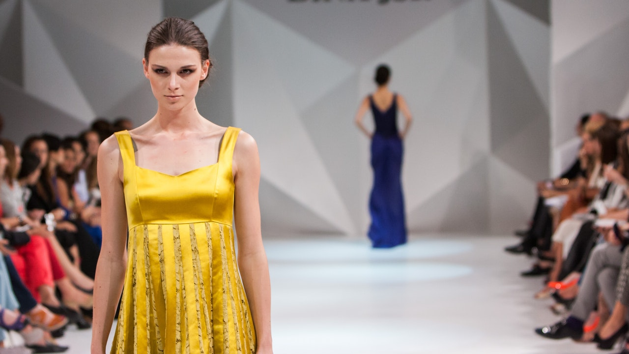 Clicks 'n Tricks: Catwalk changes & the advent of the IT girl